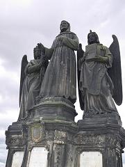 燭天使に守られた聖フランチェスコ像