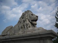 セーチェーニ鎖橋のライオン像