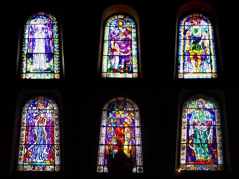 マーチャーシュ教会内のステンドグラス