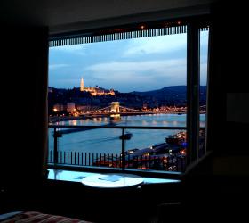 Budapest Marriott Hotelからの眺め />夕食を終えて、<A href=