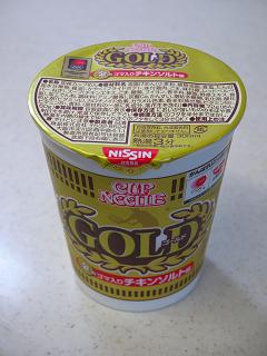カップヌードルGOLD金のゴマ入りチキンソルト味