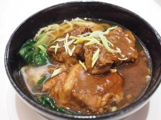 柱候醤風味の牛バラ肉のつゆ麺