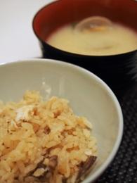 炊き込みご飯とアサリの味噌汁