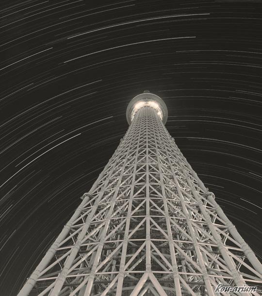 東京スカイツリーと星空