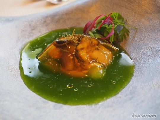 厚岸産カキ貝とキュウリの冷製スープ