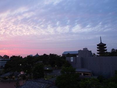 夕焼けと興福寺