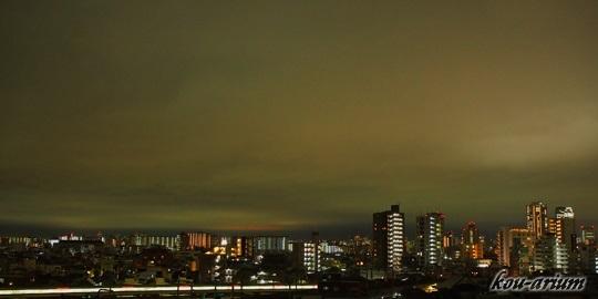 夜の空の雲