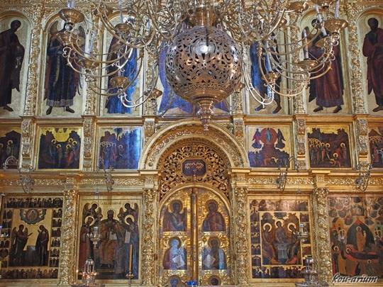 ウスペンスキー大聖堂内