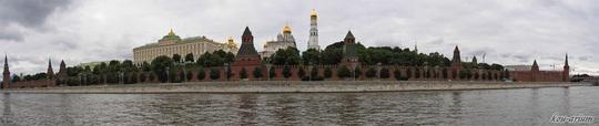 モスクワ川対岸からクレムリンを見た眺め