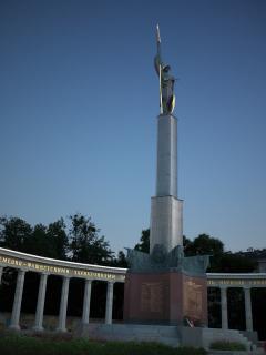 シュヴァルツェンベルク広場の記念碑