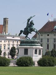 カール大公の騎馬像