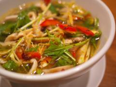 蒸し鶏と野菜入り香港麺