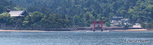 厳島神社をフェリーから