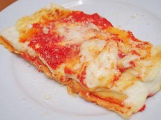 鶏肉とリコッタチーズを詰めた手作りカネロニ