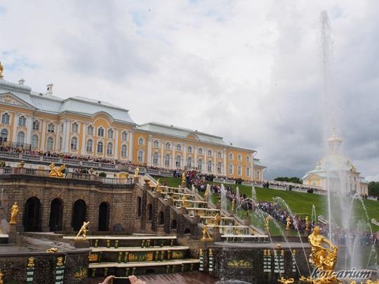 夏の宮殿の噴水ショー