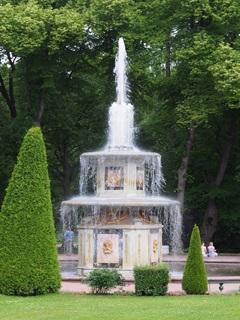 夏の宮殿の噴水