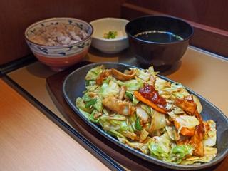 豚肉とたっぷり野菜の味噌炒め定食