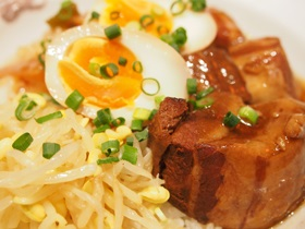 銀座天龍の屋台風豚の角煮丼